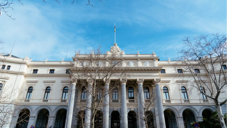 spanish-regulator-releases-guidelines-for-fund-managers-to-invest-in-cryptocurrencies-under-certain-conditions-768x432-1